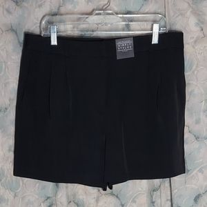 NWT Simply Styled black pleated suiting short 16